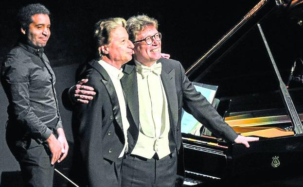El maestro Roberto Abbado y el pianista James Vaughan, ovacionados.