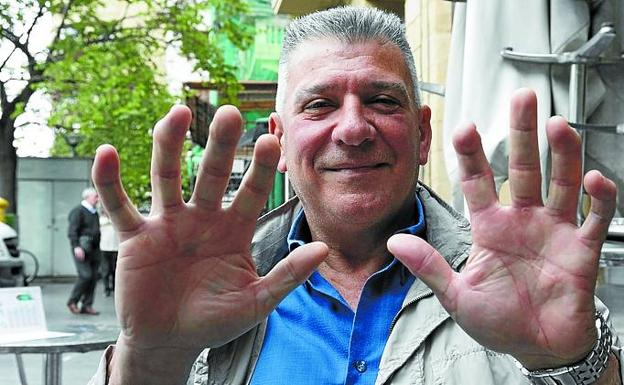 Joxan Tolosa shows his hands in Donostia.