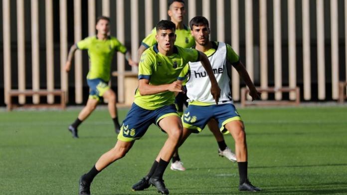 Ale García, en un entrenamiento con el primer equipo amarillo