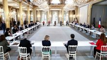 La sombra de Sarkozy planea sobre Macron