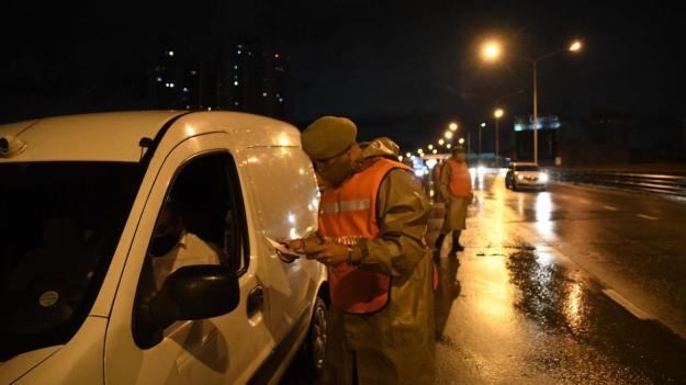 Comenzaron las nuevas restricciones en la circulación y el transporte  público - elDiarioAR.com