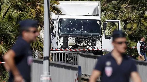 Теракт в Ницце, перестрелка в центре города