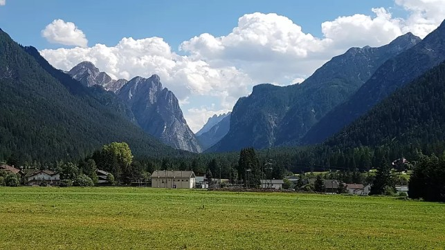 South Tyrol dual-citizenship proposal sparks tension between Italy and Austria