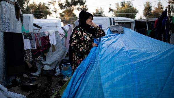 حریق و شورش در اردوگاه لسبوس یونان؛ دولت پناهجویان را منتقل میکند