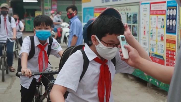شاهد: مدارس فيتنام تفتح أبوابها مجدداً بعد 3 أشهر من الإقفال القسري    Euronews