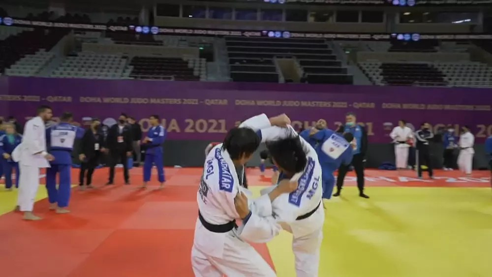 Krasniqi and Kim take the top honours on day one in Doha