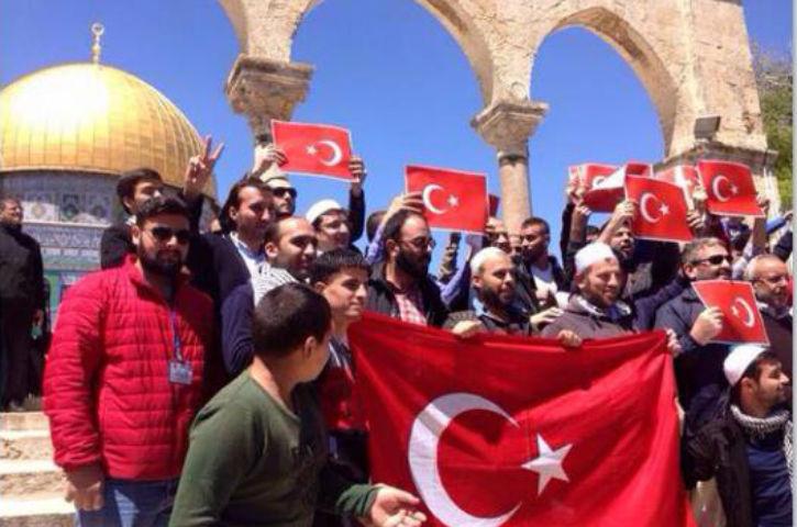 https://i1.wp.com/static.europe-israel.org/wp-content/uploads/2015/04/les-palestiniens-manifestent-pour-soutenir-la-Turquie.jpg