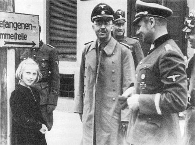 Heinrich_Himmler_and_Gudrun_Burwitz