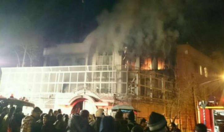 Téhéran: l'Ambassade saoudienne a été prise d'assaut par des manifestants
