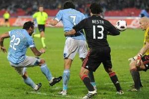 https://i1.wp.com/static.fanpage.it.s3.amazonaws.com/calciofanpage/wp-content/uploads/2011/09/Biglietti-Napoli-Milan-2011-20122-300x199.jpg?resize=300%2C199