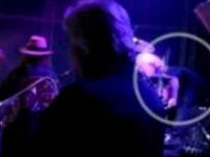 Batterista muore durante un concerto in diretta tv (VIDEO).