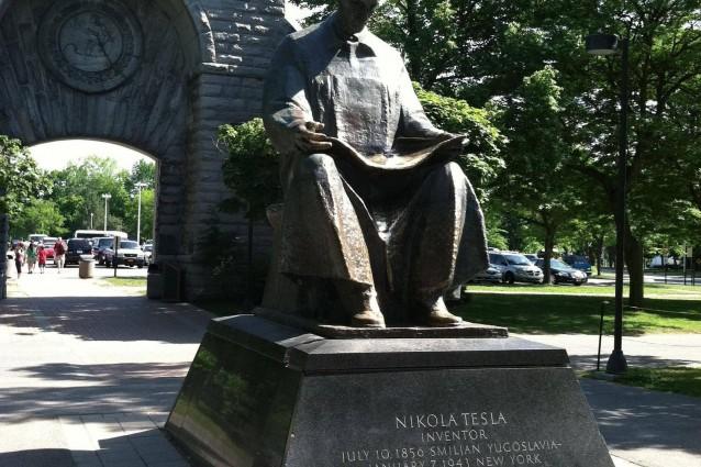 Nikola Tesla 70 anni dopo: la vera eredità di un genio ribelle.