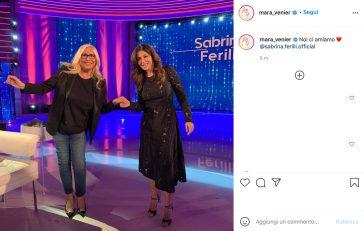 Mara Venier condivide foto Instagram con Sabrina Ferilli ma tagga il profilo sbagliato