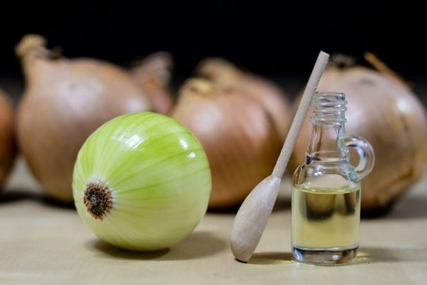 The benefits of onion juice to solve hair problems