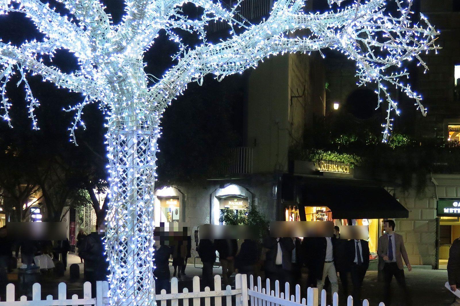 Immagini di luminarie natalizie che arrivano dai territori della regione. Natale 2020 A Napoli Ci Saranno Le Luminarie Il Comune Creano Un Clima Positivo