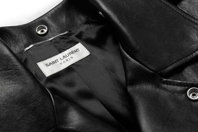 Gros plan du label Saint Laurent