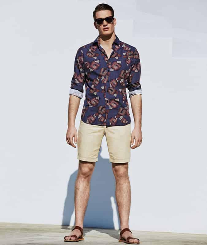 Chemise à fleurs + tenue de short neutre
