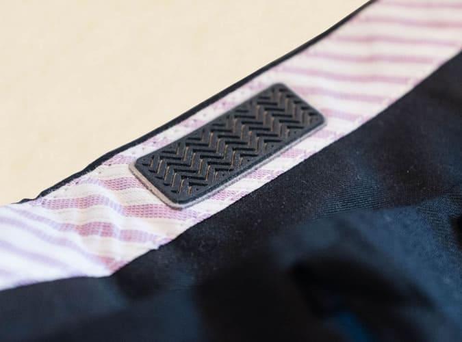 Bande en caoutchouc sur la taille du pantalon pour garder votre chemise rentrée