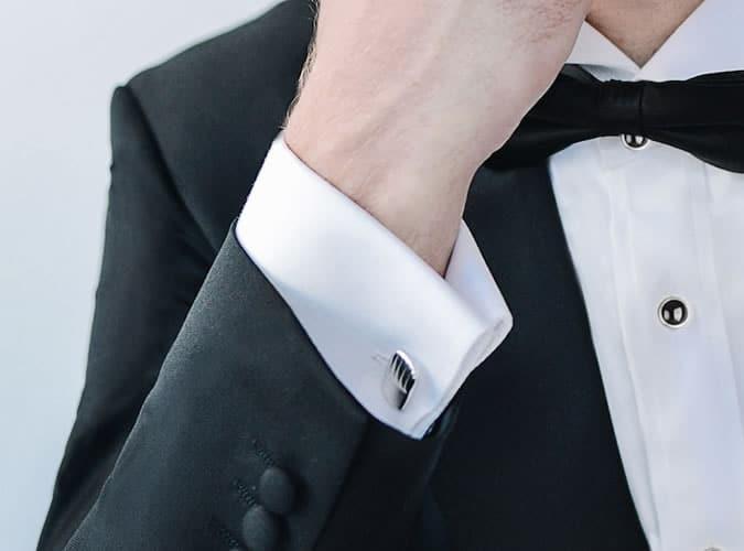 Revers poignets et boutons de manchette sur une chemise de ville