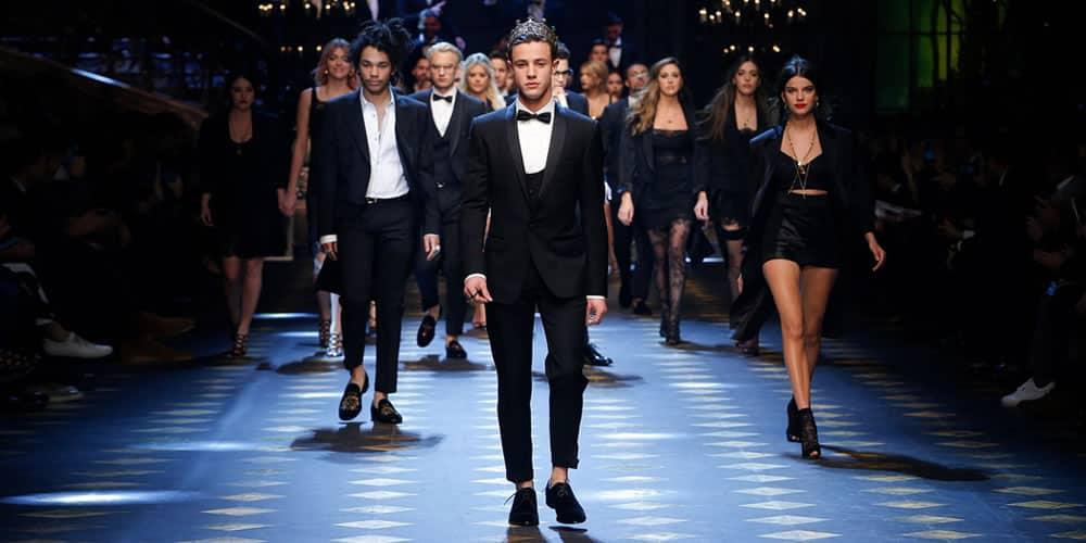 Influenceurs des médias sociaux sur le podium Dolce & Gabbana