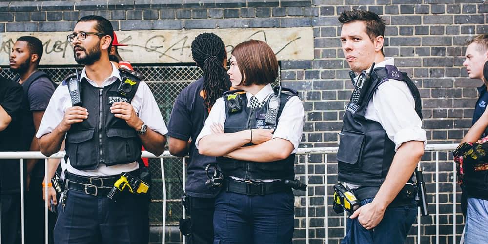Les agents de police en patrouille au Vlone Pop-Up à Londres