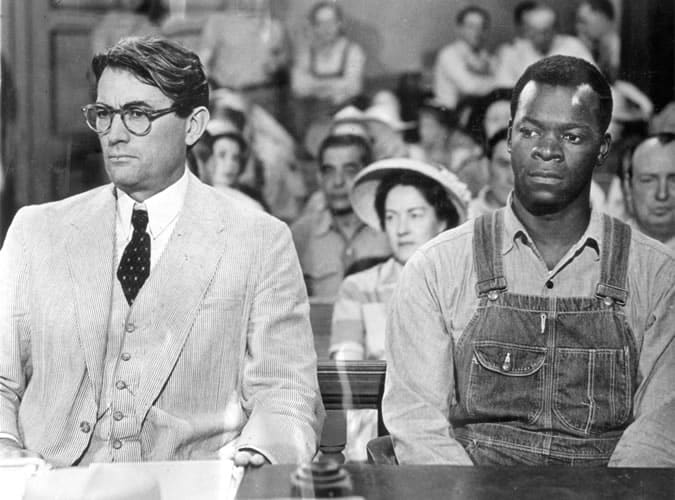 Gregory Peck portant un costume en seersucker dans le rôle d'Atticus Finch dans To Kill a Mockingbird (1962)