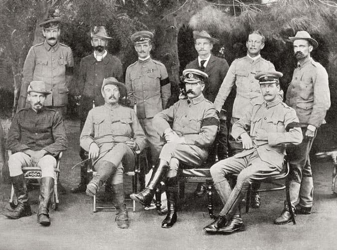 officiers militaires portant une veste de safari