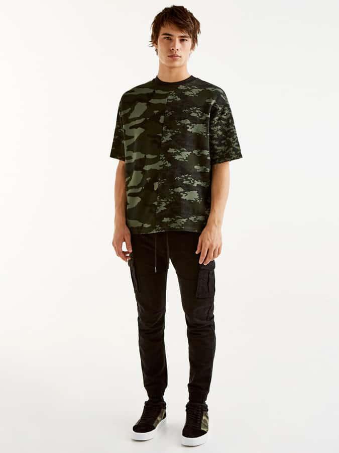 Pull & Bear Camo T-Shirt