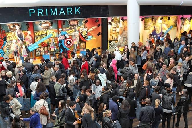 Files d'attente pour un magasin Primark
