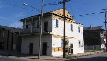 1330-32 Simon Bolivar Avenue, Central City