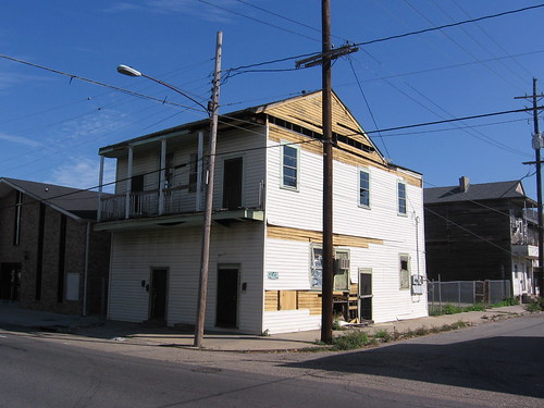 1330-32 Simon Bolivar Avenue, Central City