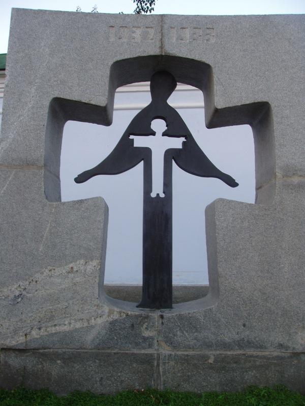 Kyiv St. Michaels famine mem.jpg