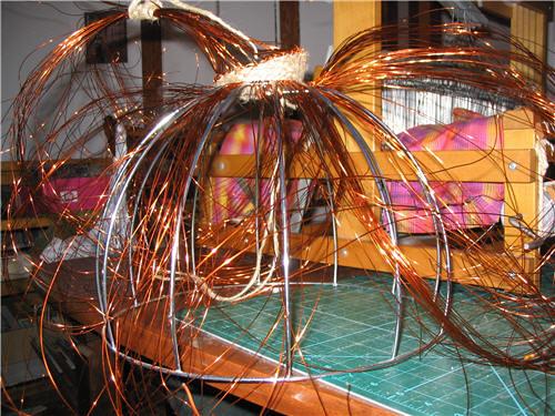 Structure de panier avec fils de cuivres échevelés - Basket structure with unruly copper wire