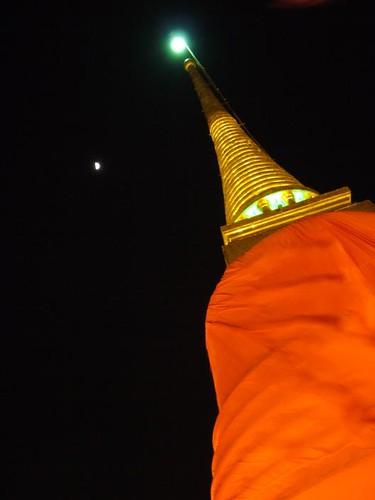 ใต้แสงจันทร์