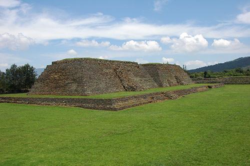 Ihuatzio - 12 Ihuatzio Yacatas