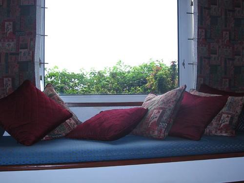 lounge at Taj bengal executive room (by kapsi)