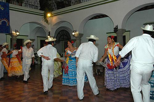 Oaxaca - 11 Chilean insulting Dance