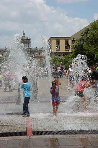 Guadaljara - 07 -  Kids play in fountain