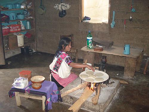 Zinacantan - 09 Woman preparing tortillas