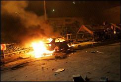 estación de servicio iraní quemada