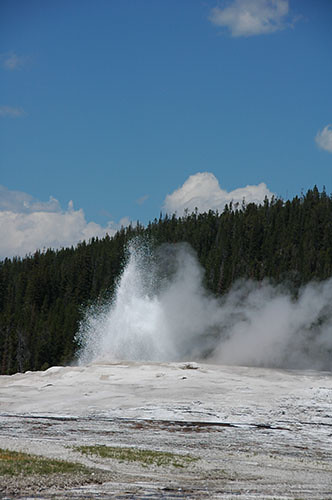 Yellowstone Old Faithful - Old Faithful Start