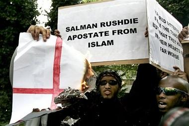 musulmanes protestan por título a rushdie