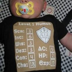 La camiseta de padres frikis por excelencia para sus bebés, la de Humano de Nivel 1.