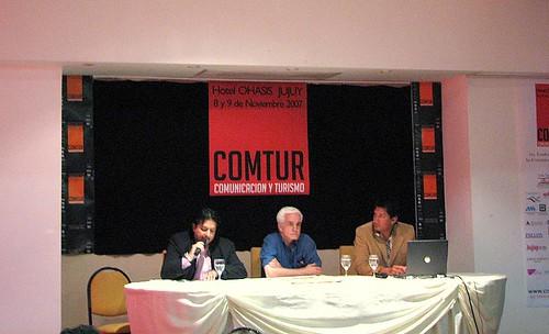 Mesa de medios de comunicación en Comtur