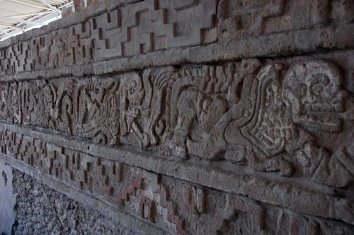 04 - El Coatepantli - Wall of Snakes