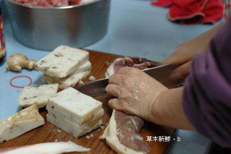 外婆手工製作的臘肉和年糕