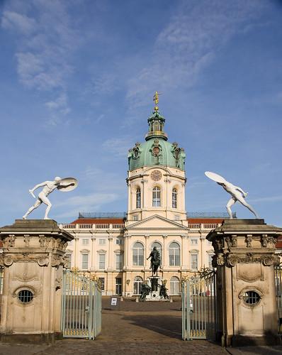 Įėjimas į pagrindinius rūmus