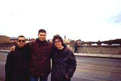 Paride, Calogero e Io coi capelli a mezzo collo sul Ponte Carlo