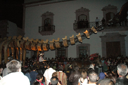 Zacatecas 7 - generik vapeur - 13 - Whale pulled in Ave Hidalgo