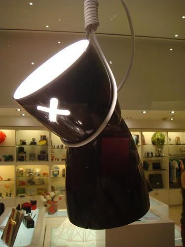 Estubo deprimido, lámpara de Emiliano Britos, Julián Ortiz y Federico Varone, primer premio Concurso Paolini Innova 08.
